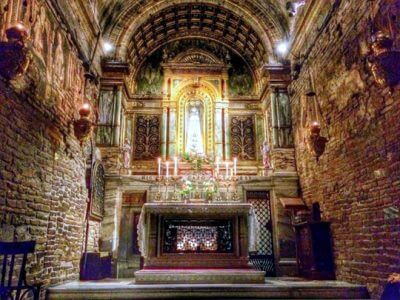 Holy_House_of_Our_Lady_in_Loreto_interior_altar