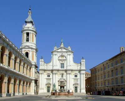 Basilica_Pontificia_della_Santa_Casa_di_Loreto1