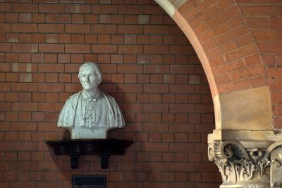 bust-of-cardinal-newman-cloister-of-birmingham-oratory-church_48143485781_o
